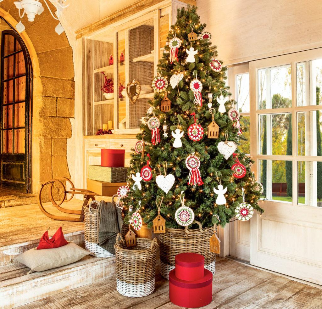 Arbol de navidad en el hall