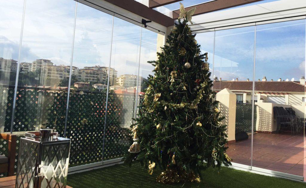 Árbol de navidad en la terraza