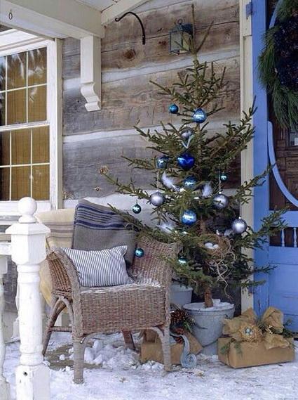 árbol de navidad en el porche