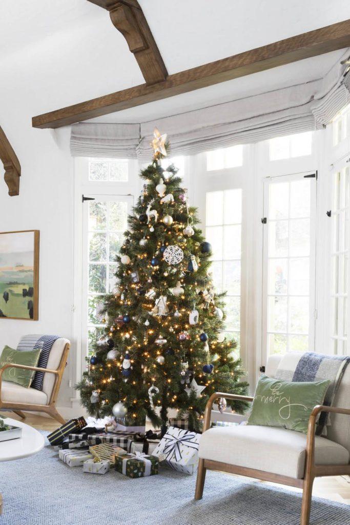 Decoraciones navideñas árbol navidad ventana